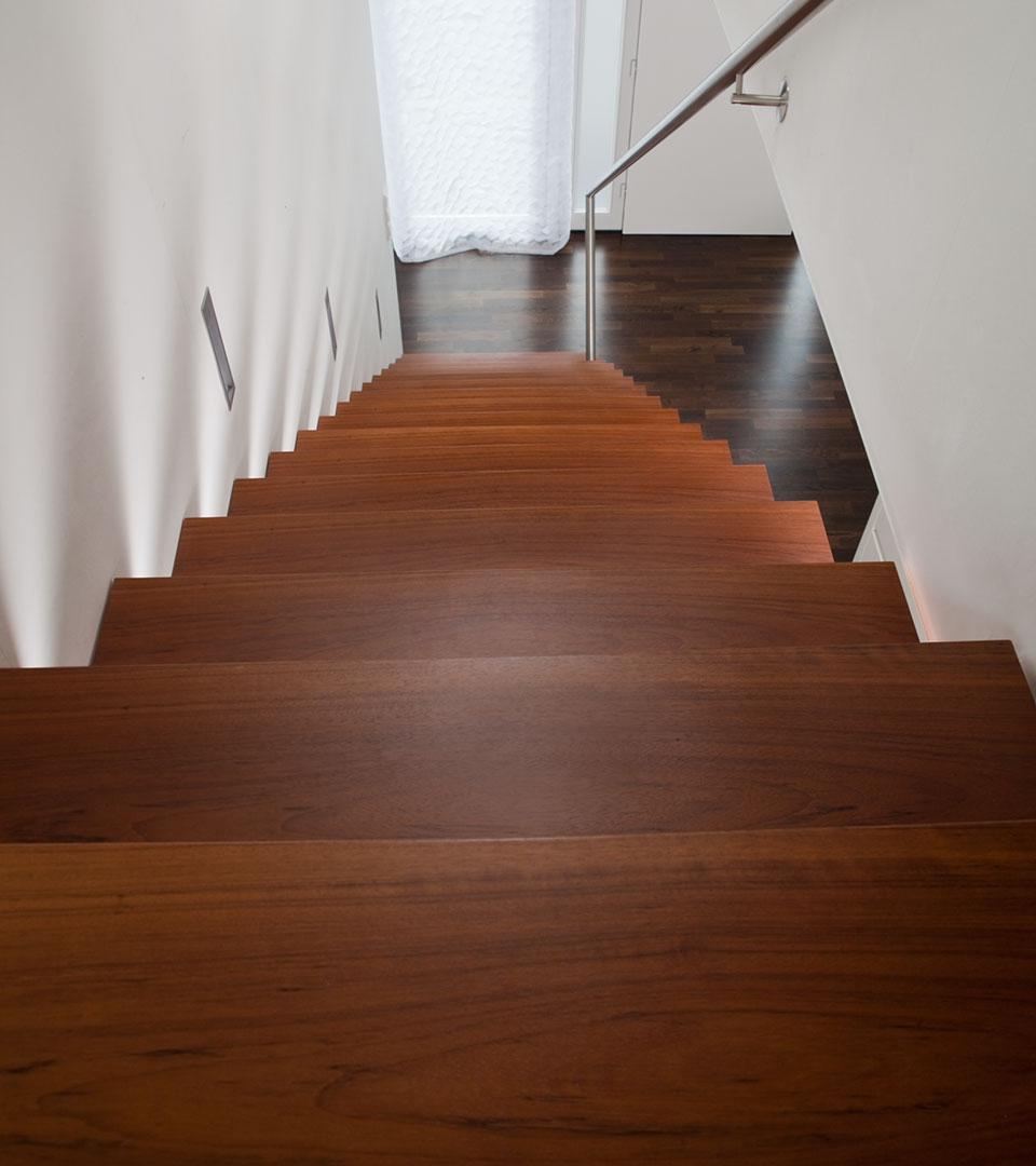 freitragende auslegertreppe mit konischen stufen meyer grave treppenbau. Black Bedroom Furniture Sets. Home Design Ideas
