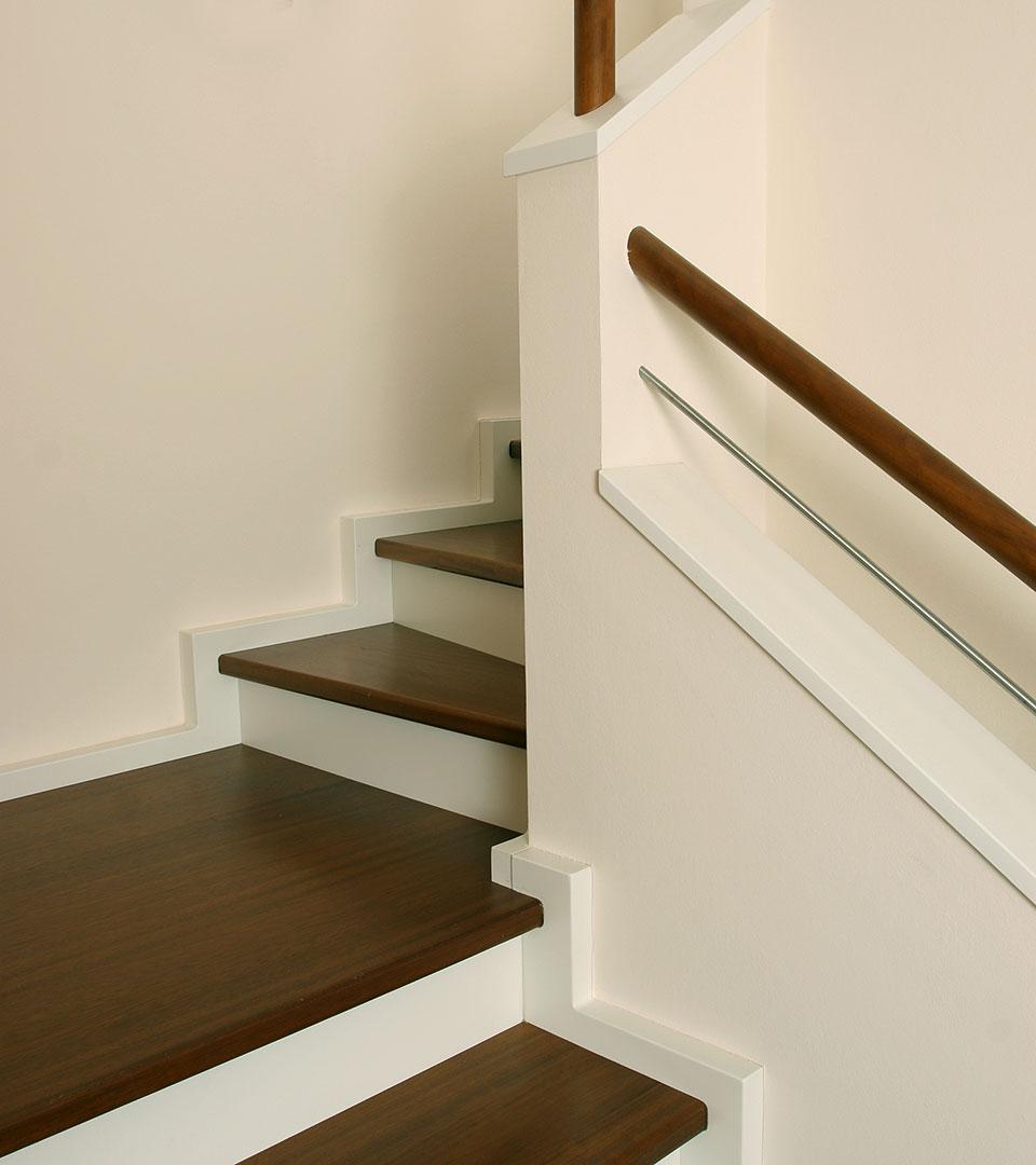 moderne betontreppe mit stufen in sipo mahagoni meyer grave treppenbau. Black Bedroom Furniture Sets. Home Design Ideas