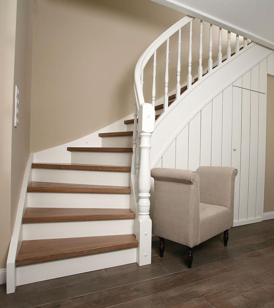 eingestemmte geschosstreppe im skandinavischen stil. Black Bedroom Furniture Sets. Home Design Ideas